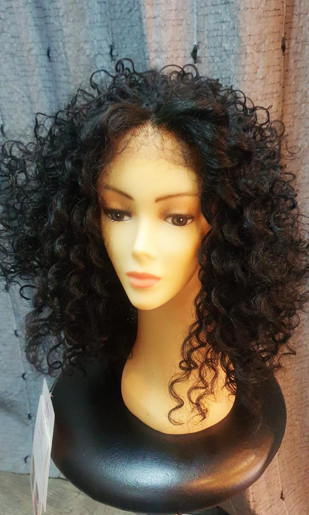 Perruque classique noir frisé cheveux long