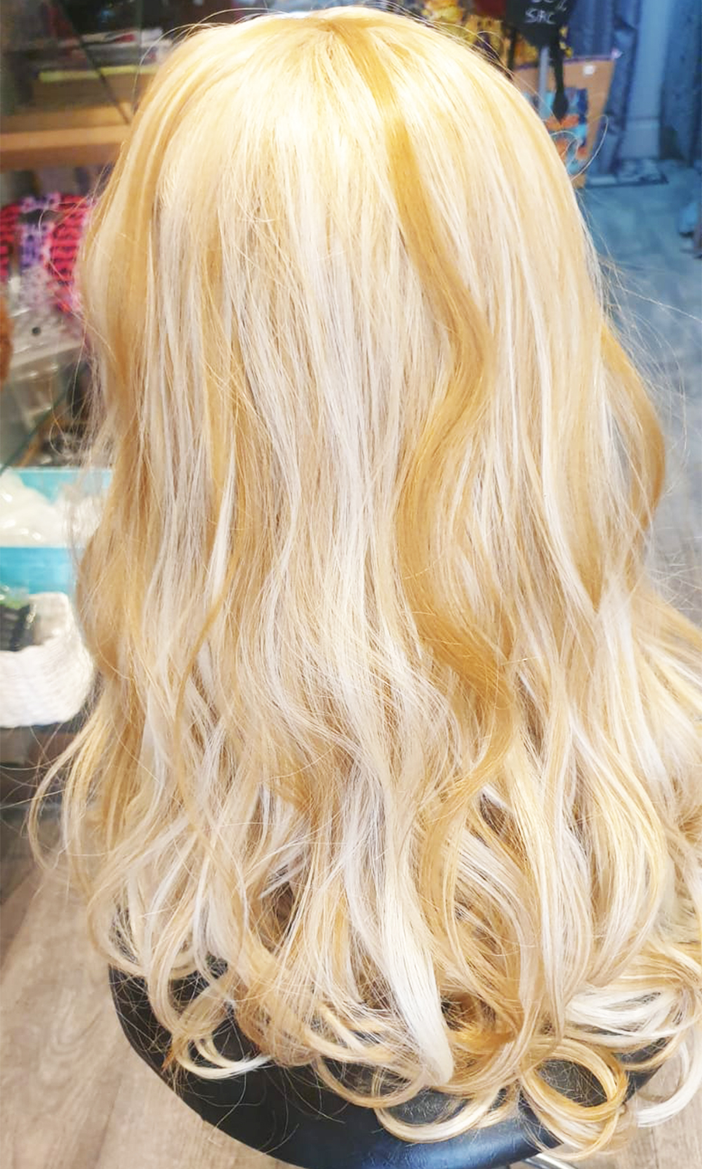 Perruque classique longue blonde ondulé