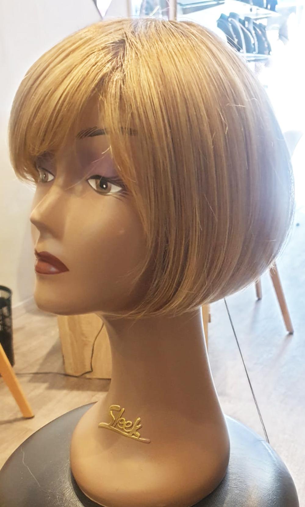 Perruque classique courte blonde